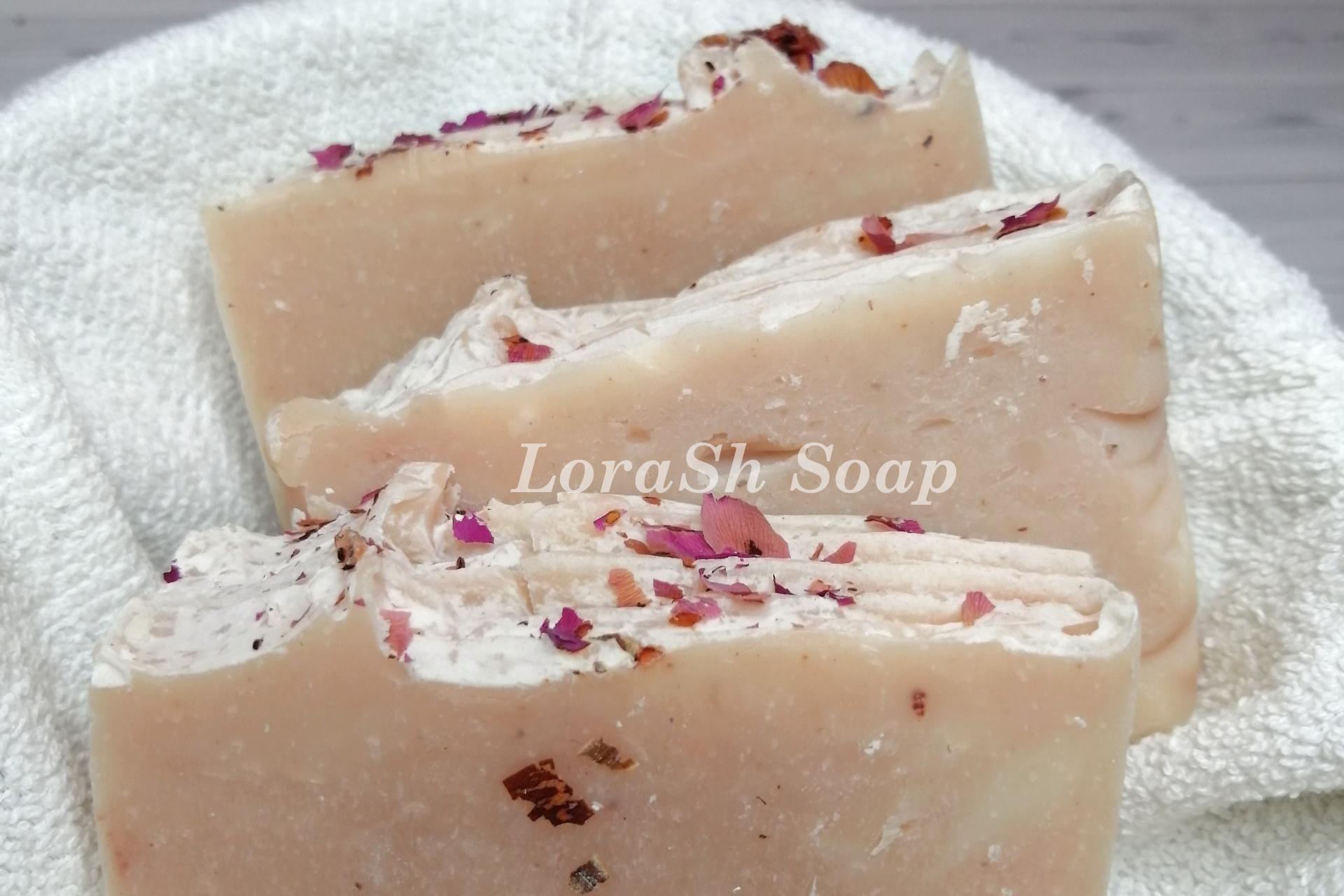 Мыло розовое ручной работы